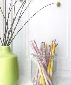 lyserøde og gule keramik sugerør