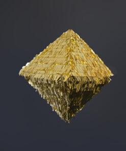 Rhombe pinata i guld med sort baggrund