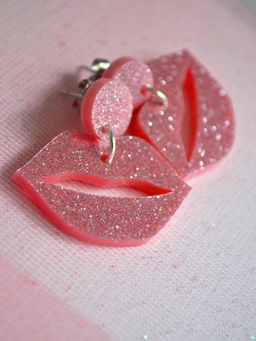 lyserøde glitter kysmunde i plexiglas fra Saisall