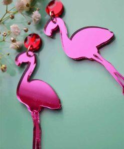 lyserøde flamingo øreringe i plexiglas