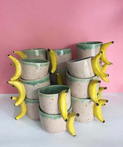 Banankop i lyserød, grøn med gul bananhank fra Julie Ebens