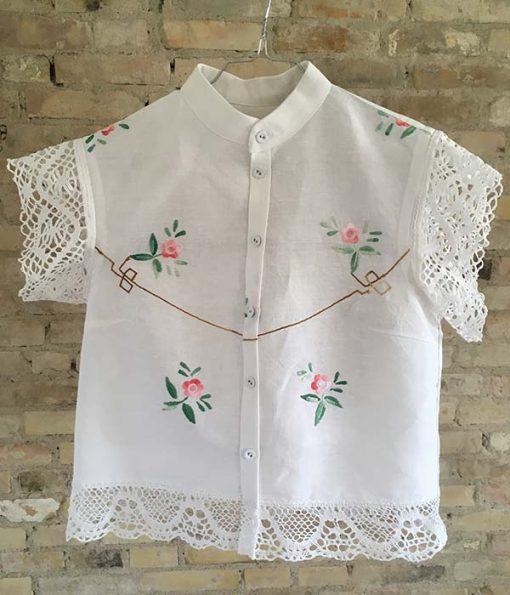 håndsyede skjorter af vintage dug med broderi