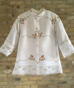 3/4 ærmet skjorte med håndbroderi fra Floras Døtre