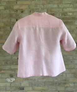 Lyserød Skjorte håndsyet i genbrugsmateriale af en vintage dug med broderi