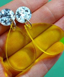neonøreringe dråbeformede i gul med sølvglitter i toppen