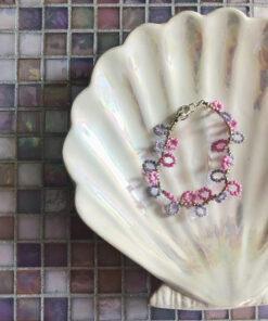 bubbles perlearmbånd med små lykker i lyserød og lilla
