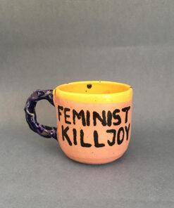 """keramik kop med teksten """"feminist kill joy"""""""