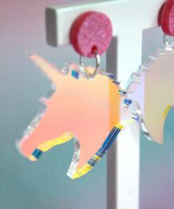 changerende unicorn øreringe i blå og lyserød fra Saisall
