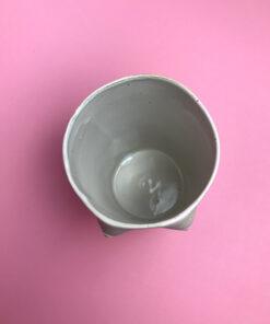 keramik krus med små fine bryster i rå keramik med hvidt glasur indvendigt fra Chandini Ceramics
