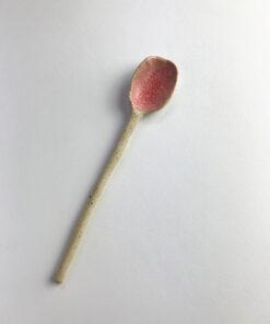 keramik ske i råt med lyserødt glasur