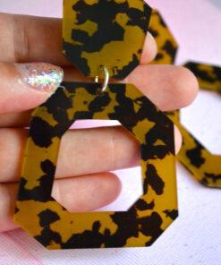 Store vilde og farlige Panthera inspirerede øreringe! Dare to wear them?