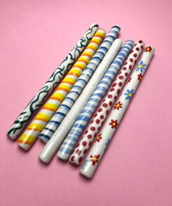 keramiksugerør fra Hardkahr Keramik i forskellige farver med forskellige motiver malet på