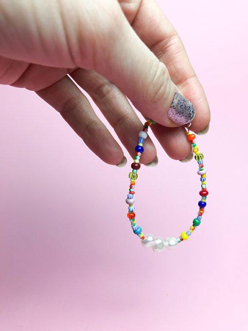 forårs armbåndet fra Oliooes med smukke forskellige multifarvede perler