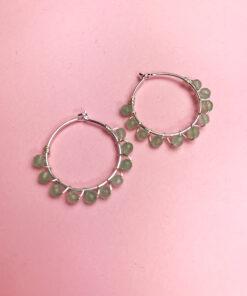 sølv hoops med lyseblå perler snoet omkring fra Lulo Jewelry
