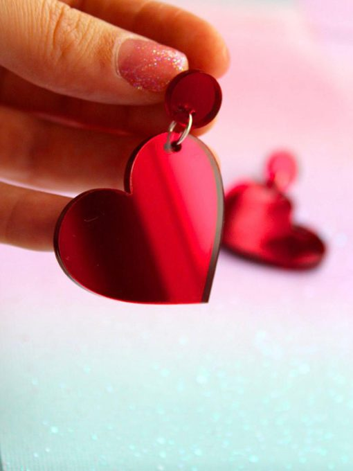 Røde plexi hjerte øreringe fra Saisall