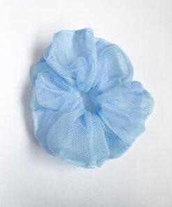 Tyl scrunchie i lyseblå genbrugsmateriale fra Reehmade