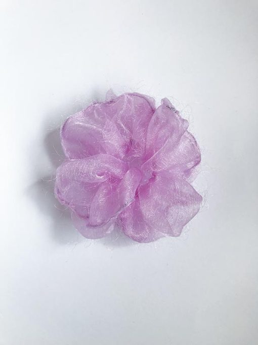 Lille lyserød Fluffy scrunchie i genbrugsmateriale fra Reehmade