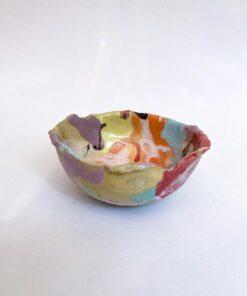 The Clay Play rund skål med højekanter glaseret i forskellige farver med