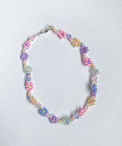 Ankelkæde med pastelfarvede perleblomster fra Stines Perler