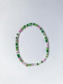 Grønt og lyserødt perle armbånd fra Stines Perler