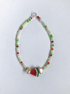 multifarvet perlearmbånd fra Stines Perler med Vandmelon perle og to små ferskvandsperler