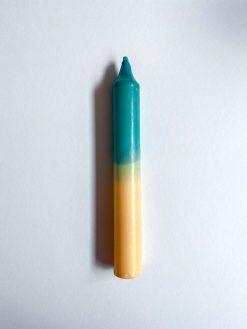 farvet stearinlys i kombinationen creme og grøn