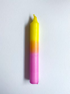 farvet stearinlys i kombinationen pink og gul