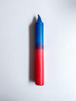 farvet stearinlys i kombinationen pink og blå