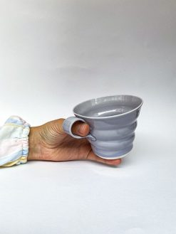 Håndlavet spiral kop fra rikke Mangelsen i lilla med hank
