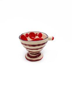 lille keramik kop med røde prikker og striber fra Rebu Ceramics
